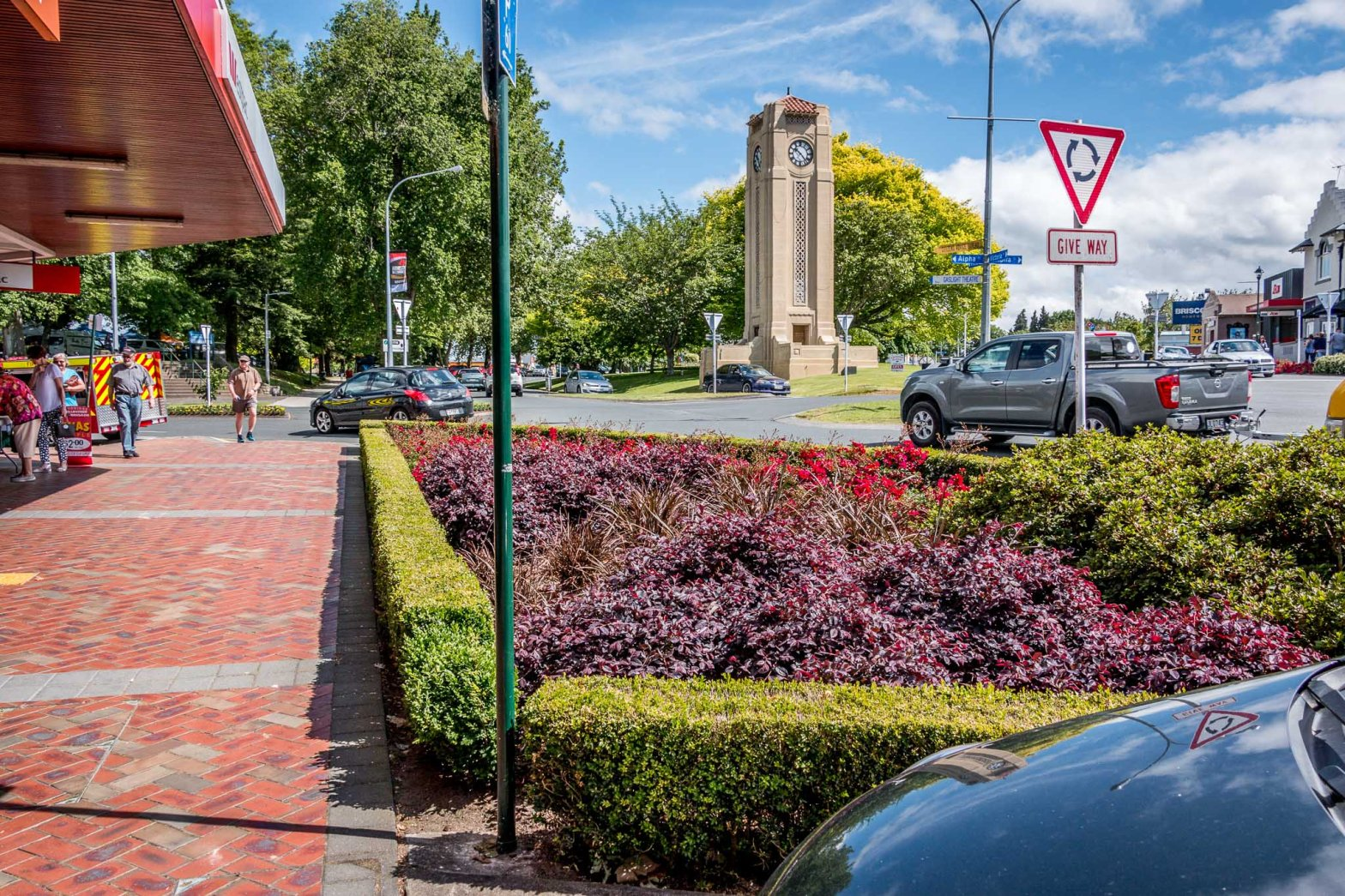 At the little roundabout Alpha, Victoria and Lake Cambridge New Zealand