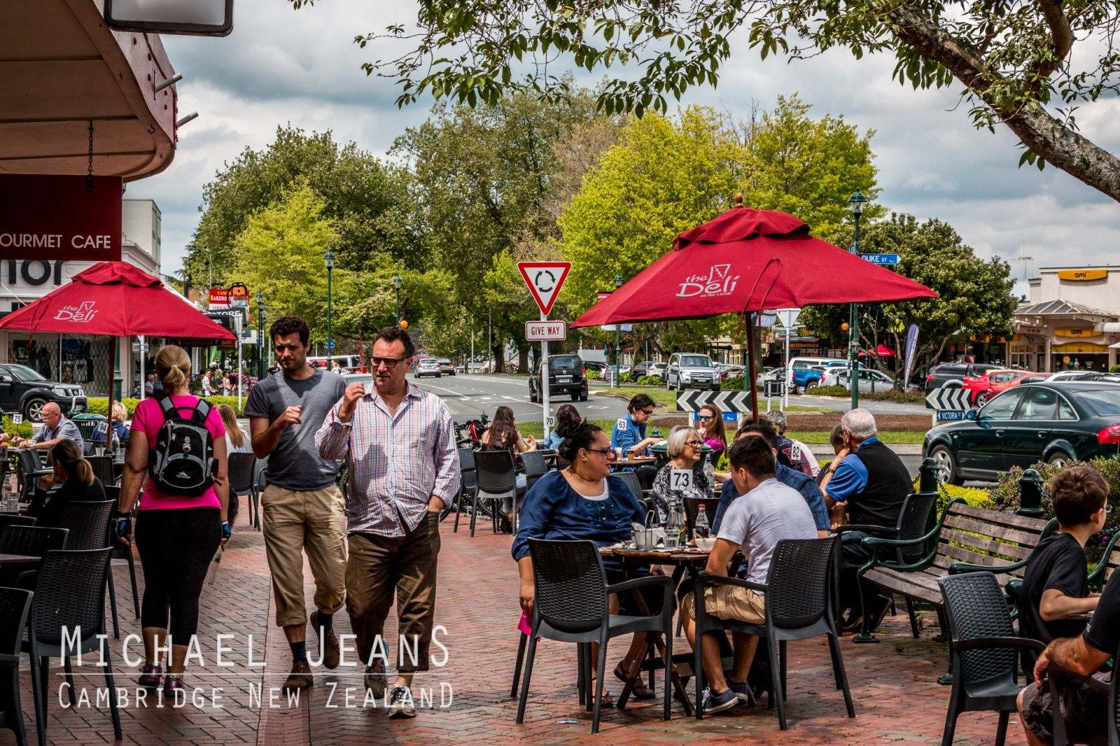 Alfresco diners The Deli On The Corner Victoria Street Cambridge New Zealand
